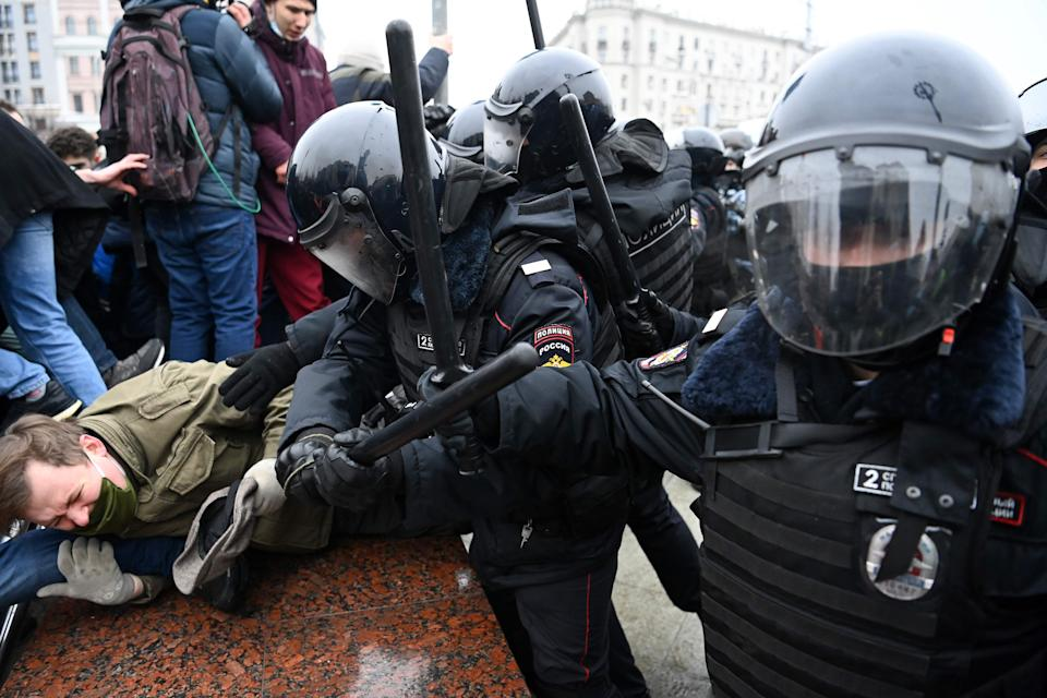 Protesters clash with riot police in MoscowAFP via Getty