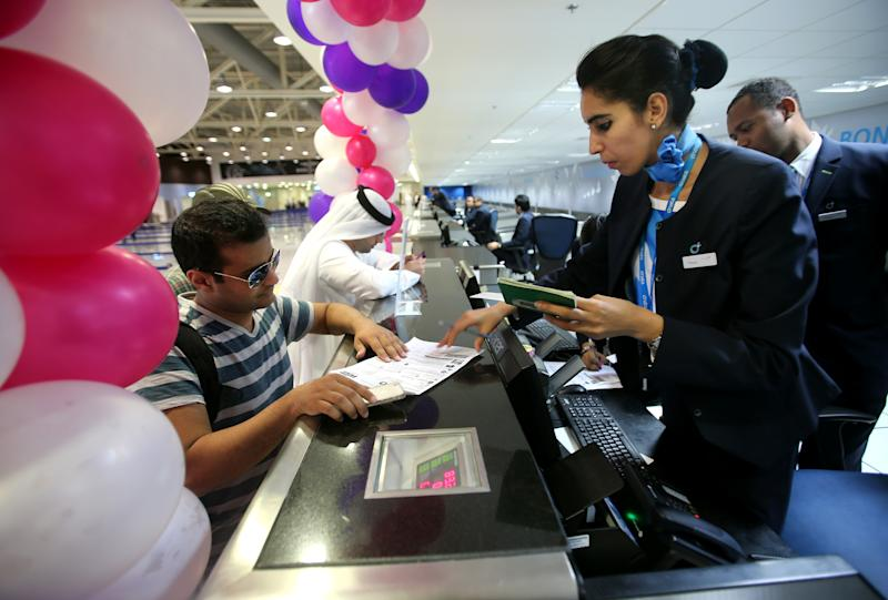 First passengers arrive at Dubai's newest airport