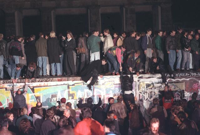 West Berlin citizens continued their vigil atop the Berlin Wall in front of the Brandenburg Gate on Nov. 10, 1989. Thousands of people rallied on the dividing border. (Photo: Reuters)