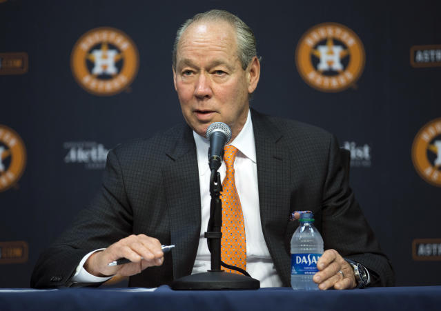 """<a class=""""link rapid-noclick-resp"""" href=""""/mlb/teams/houston/"""" data-ylk=""""slk:Houston Astros"""">Houston Astros</a> owner Jim Crane says players will apologize for sign-stealing scandal, ask forgiveness at spring training. (Yi-Chin Lee/Houston Chronicle via AP)"""