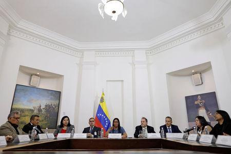 Delcy Rodriguez (C), president of the National Constituent Assembly, speaks during a meeting of the Truth Commission in Caracas, Venezuela August 16, 2017. REUTERS/Ueslei Marcelino