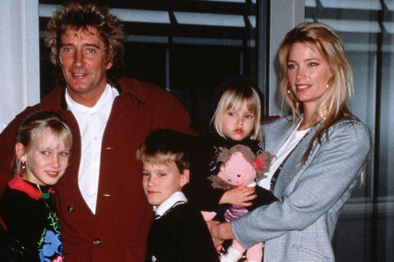 Rod Stewart with Kelly Emberg and three of their children, in 1990 (Dennis Stone /)