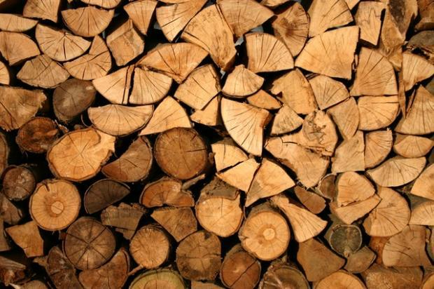 Weather-related woes, trade policy and unusually volatile wood products markets impact Weyerhaeuser's (WY) Q3 results.