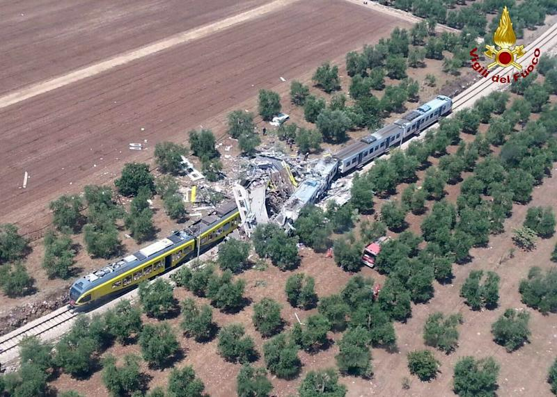 At least 10 dead in Italy train crash