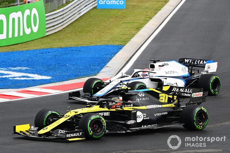 "Esteban Ocon, Renault F1 Team R.S.20, et George Russell, Williams FW43<span class=""copyright"">Mark Sutton / Motorsport Images</span>"