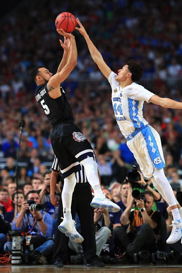 <p>Nigel Williams-Goss #5 of the Gonzaga Bulldogs shoots against Justin Jackson #44 of the North Carolina Tar Heels in the second half during the 2017 NCAA Men's Final Four National Championship game at University of Phoenix Stadium on April 3, 2017 in Glendale, Arizona. (Photo by Tom Pennington/Getty Images) </p>