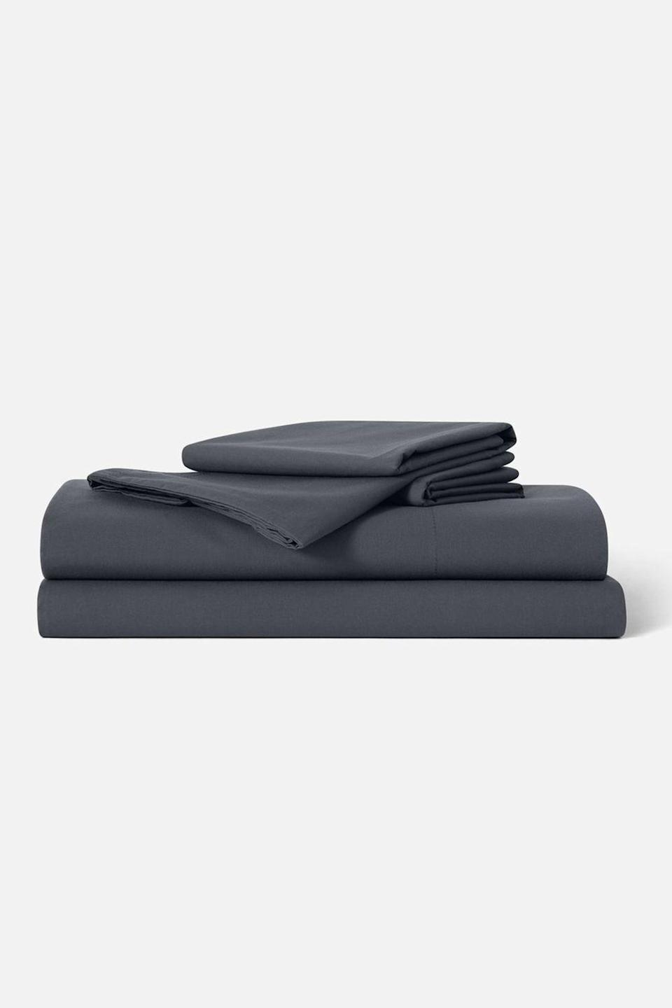 """<p><strong>Brooklinen</strong></p><p>brooklinen.com</p><p><strong>$135.00</strong></p><p><a href=""""https://go.redirectingat.com?id=74968X1596630&url=https%3A%2F%2Fwww.brooklinen.com%2Fproducts%2Fluxe-core-sheet-set&sref=https%3A%2F%2Fwww.oprahdaily.com%2Flife%2Fg26961897%2Fgifts-for-new-dads%2F"""" rel=""""nofollow noopener"""" target=""""_blank"""" data-ylk=""""slk:Shop Now"""" class=""""link rapid-noclick-resp"""">Shop Now</a></p><p>Your worn-out jersey sheets might have done the trick pre-baby, but now your new dad might need something even cozier to ensure he can get as much sleep as possible—even if that's just a quick power nap. Our recommendation: These bestselling sheets from Brooklinen—available in 13 colors and patterns, plus six sizes—which are made from 100% cotton and feature a luxurious 480-thread count, so they feel incredibly soft and buttery smooth.</p>"""