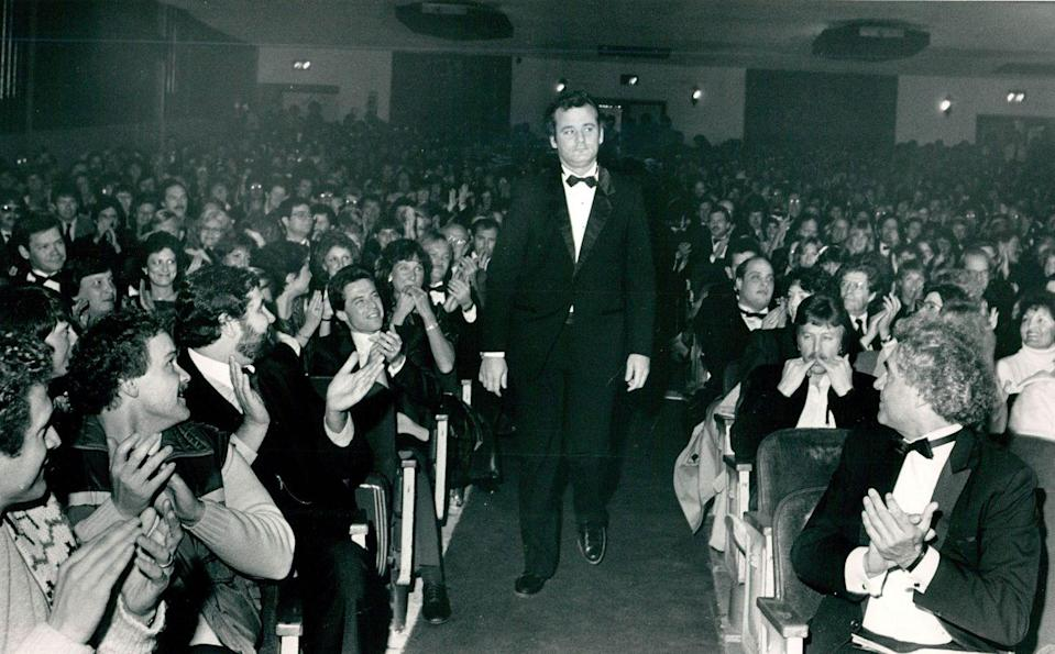 <p>Bill Murray gets lots of cheers from crowd at the Paramount Theater in 1984.</p>