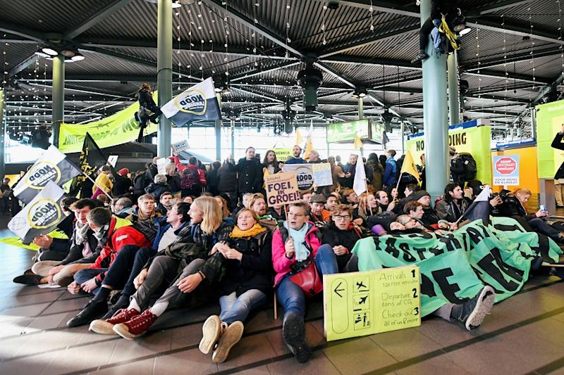 Police Drag Environmental Protesters from Hall of Amsterdam Airport