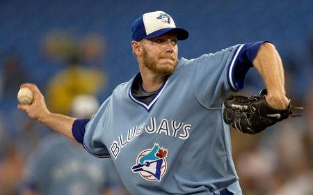 FILE PHOTO: Toronto Blue Jays starting pitcher Roy Halladay throws against the Tampa Bay Rays in the first inning of their American League MLB baseball game in Toronto September 5, 2008.  REUTERS/Adrien Veczan/File photo