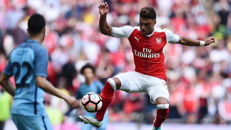 Oxlade-Chamberlain leaving Wembley on crutches is no worry, insists Wenger