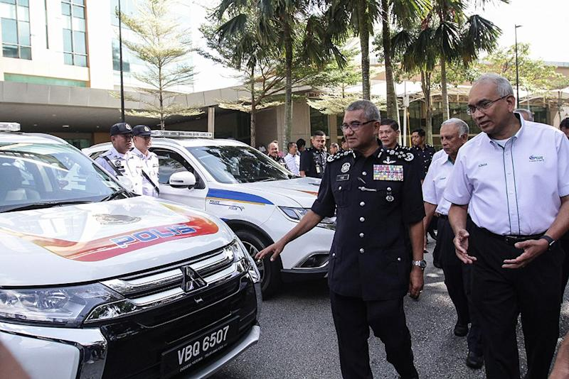 Fuzi thanked PLUS for contributing a fleet of 2.4L Mitsubishi Outlanders valued at RM2 million to the police force. — Picture by Miera Zulyana