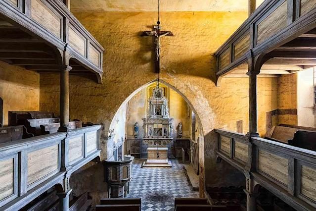 <p>Disused chapel in Poland. (Photo: James Kerwin/Caters News) </p>