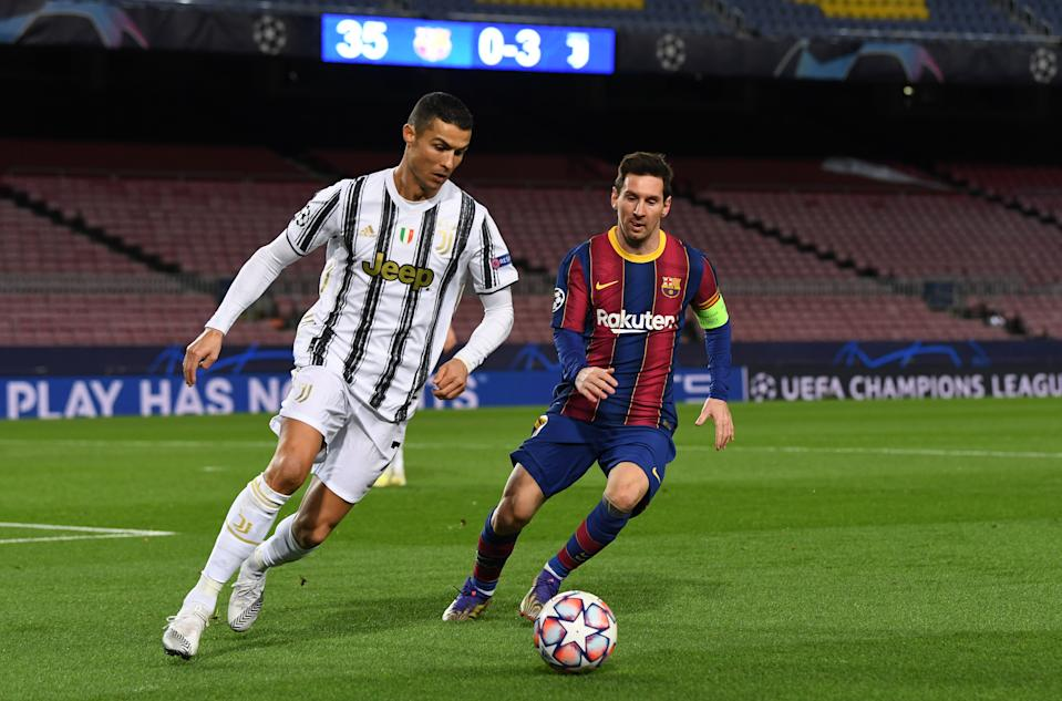 Cristiano Ronaldo e Messi durante jogo da Champions League em 2020 (David Ramos/Getty Images)