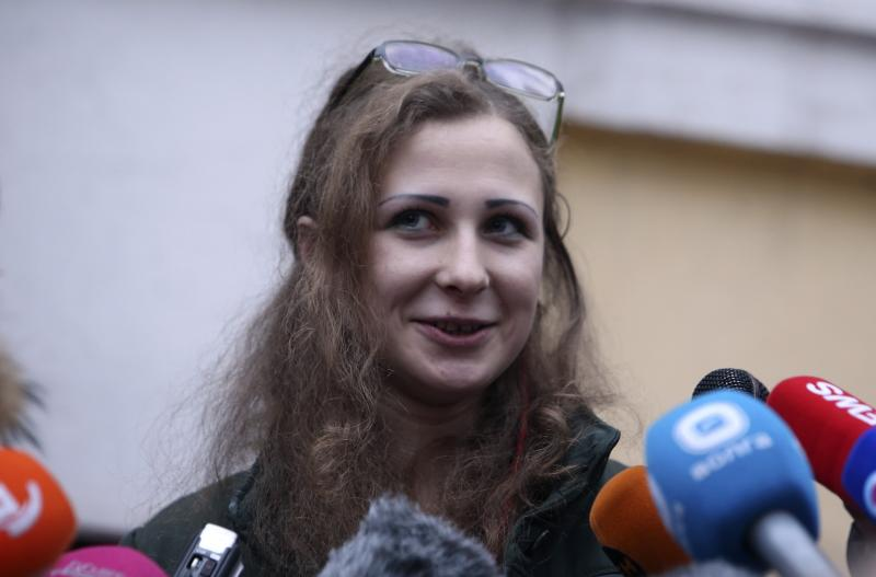 Maria Alyokhina, member of Russian punk band Pussy Riot, speaks to the media after her release from a penal colony in Nizhny Novgorod December 23, 2013. Alyokhina walked free from jail on Monday under an amnesty allowing her early release from a two-year sentence for a protest in a church against President Vladimir Putin. REUTERS/Sergei Karpukhin (RUSSIA - Tags: POLITICS CRIME LAW)