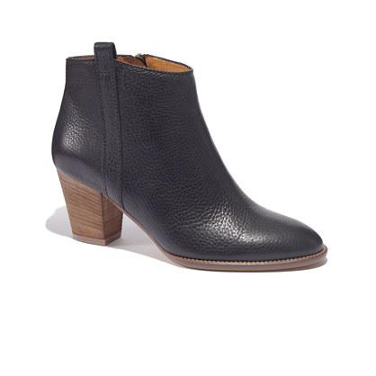 "<div class=""caption-credit""> Photo by: Madewell</div><div class=""caption-title""></div><b>Black Booties</b> <br> These boots should be a go-to for every woman this fall. They're comfortable enough to wear on those long walks around campus. <br> <i>Buy them here at <a rel=""nofollow"" href=""https://www.madewell.com/newarrivals/shoes/PRDOVR~03822/03822.jsp"" target=""_blank"">Madewell</a></i>"