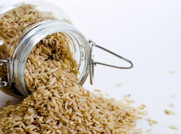 <b>Brown rice: </b> may be a better choice over white because it has an ingredient that protects against high blood pressure and atherosclerosis. It is also a good source of fibre and helps lower cholesterol levels in the body.