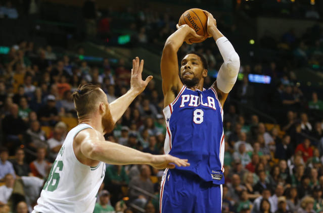 "The 76ers' <a class=""link rapid-noclick-resp"" href=""/nba/players/5434/"" data-ylk=""slk:Jahlil Okafor"">Jahlil Okafor</a> shoots against the Celtics on Monday night. (AP Photo/Winslow Townson)"