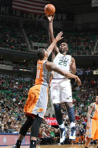 SALT LAKE CITY, UT - NOVEMBER 10: Al Jefferson #25 of the Utah Jazz takes the shot over Markieff Morris #11 of the Phoenix Suns at Energy Solutions Arena on November 10, 2012 in Salt Lake City, Utah. (Photo by Melissa Majchrzak/NBAE via Getty Images)