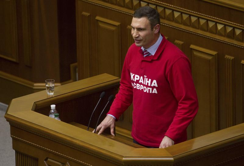 Ukrainian heavyweight boxer and opposition politician Vitaly Klitschko addresses parliament in Kiev, October 24, 2013. Klitschko said on Thursday he would run for president in a 2015 election. Klitshcko, 42, made his declaration angrily to parliament after the assembly, dominated by deputies from the ruling Party of Regions and its allies, passed a law amending tax legislation that could be used to prevent him from running for head of state. REUTERS/Valentyn Ogirenko (UKRAINE - Tags: POLITICS SPORT BOXING TPX IMAGES OF THE DAY)