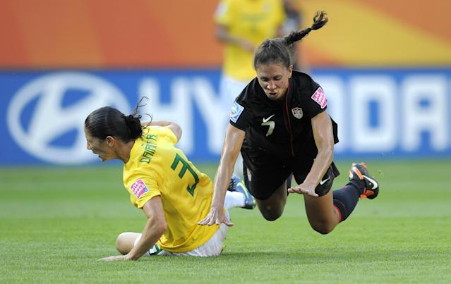 The disruptiveness of Shannon Boxx (7) in the midfield was valuable to the USWNT. (ROBERT MICHAEL/AFP via Getty Images)