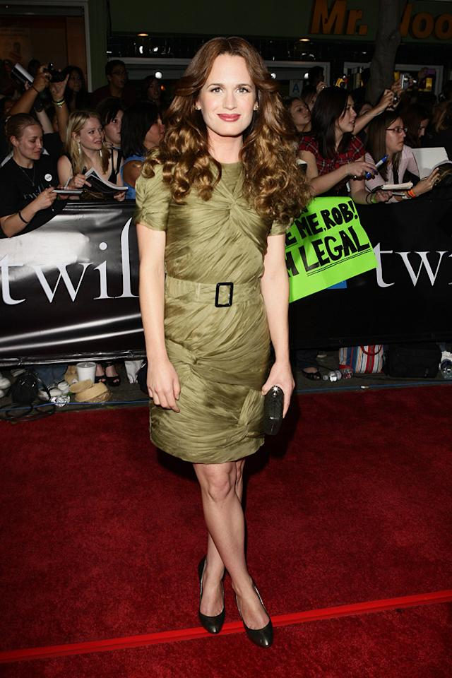 """<a href=""""http://movies.yahoo.com/movie/contributor/1807539331"""">Elizabeth Reaser</a> at the Westwood premiere of <a href=""""http://movies.yahoo.com/movie/1810010670/info"""">Twilight</a> - 11/17/2008"""