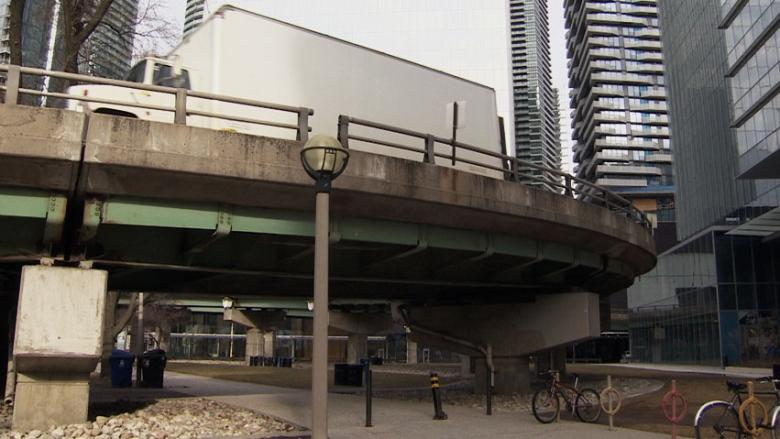 Attention, Gardiner commuters: You've got one more week to use the York-Bay-Yonge off-ramp
