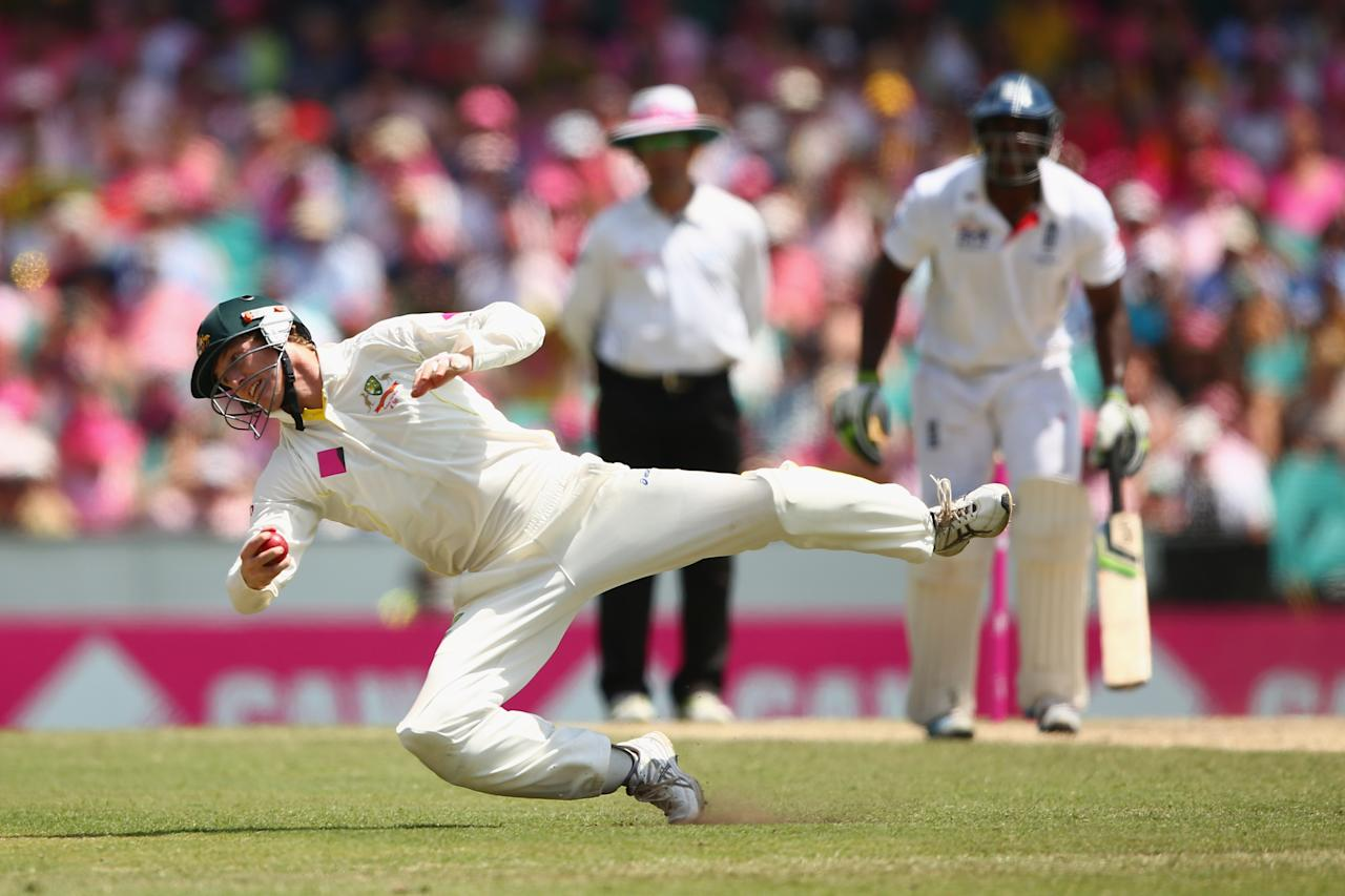 SYDNEY, AUSTRALIA - JANUARY 05:  George Bailey of Australia catches out Kevin Pietersen of England of a delivery by team mate Ryan Harris during day three of the Fifth Ashes Test match between Australia and England at Sydney Cricket Ground on January 5, 2014 in Sydney, Australia.  (Photo by Cameron Spencer/Getty Images)