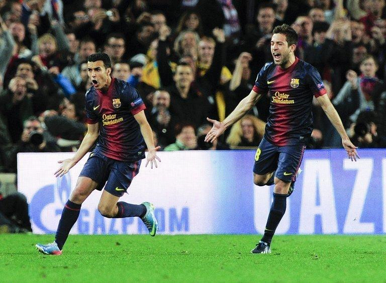 Barcelona's Pedro Rodriguez (L) celebrates with Jordi Alba after scoring during against Barcelona on April 10, 2013
