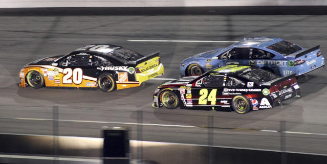 Matt Kenseth (20), Jeff Gordon (24) and Brad Keselowski (2) race on the back stretch in the closing laps of the NASCAR Sprint Cup auto race at Richmond International Raceway in Richmond, Va., Saturday, April 26, 2014. (AP Photo/Jason Hirschfeld)
