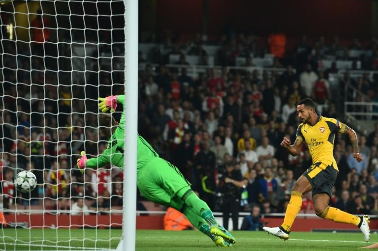 Arsenal's midfielder Theo Walcott (R) heads the opening goal past Basel's goalkeeper Tomas Vaclik on September 28, 2016