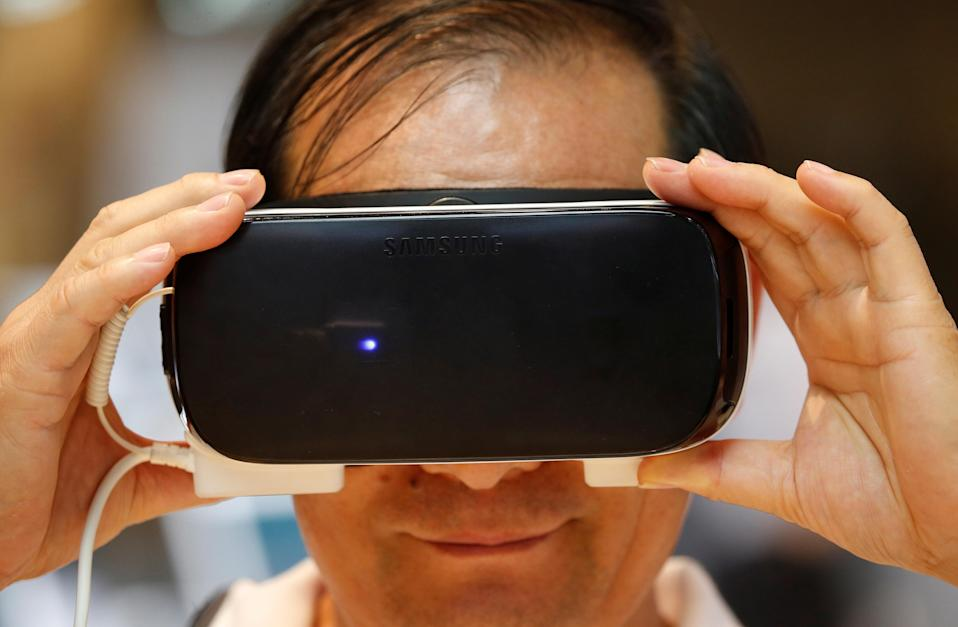 Lenovo showed off its first virtual reality headset Monday in Las Vegas, ahead of the upcoming Consumer Electronics Show 2017. Screenshot/International Business Times