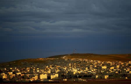 A general view of the Syrian town of Kobani is pictured from near the Mursitpinar border crossing, on the Turkish-Syrian border in the southeastern town of Suruc, October 19, 2014. REUTERS/Kai Pfaffenbach