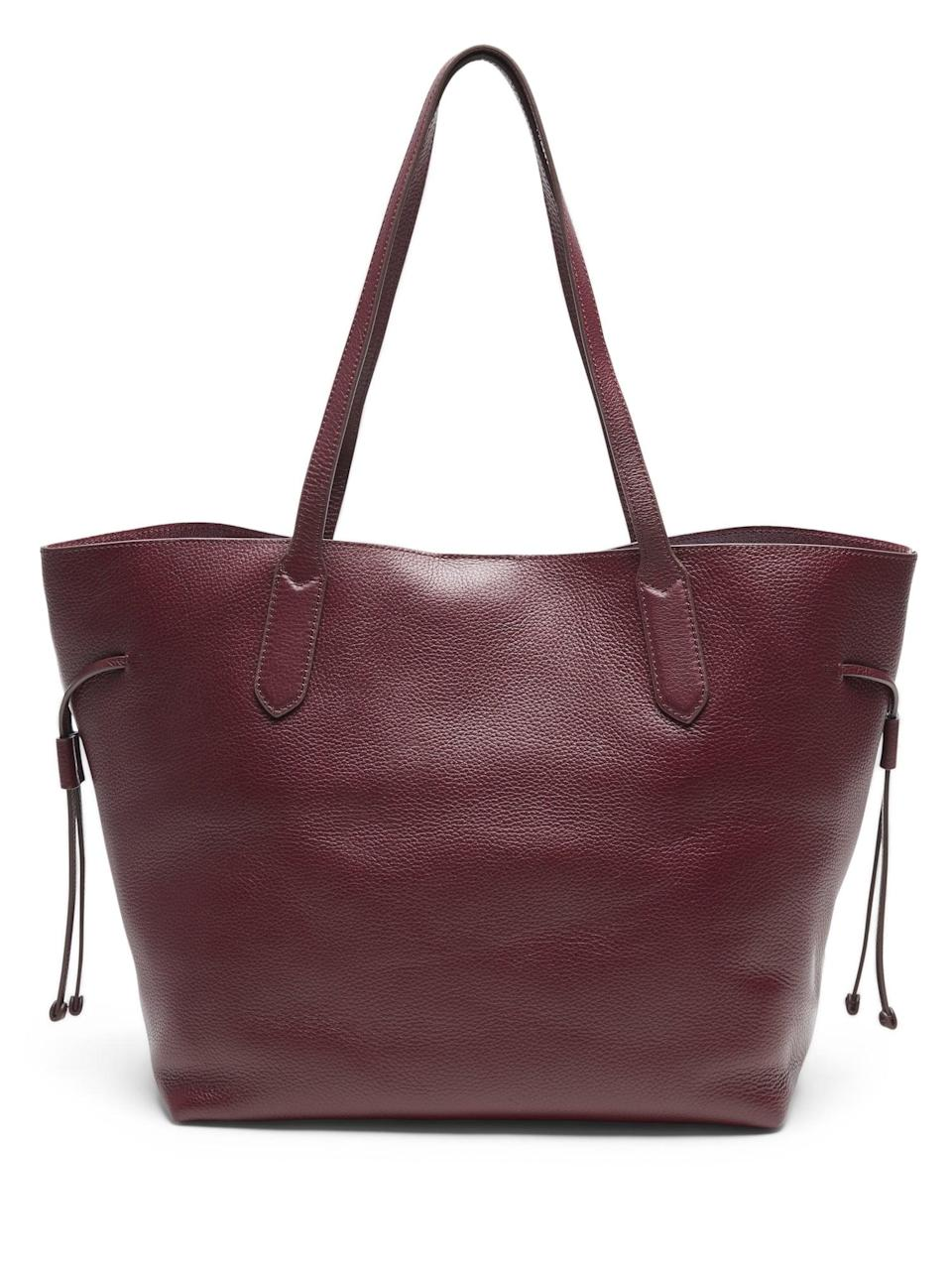 <p>Perfect for work, weekend and everything in between. We can't believe the great deal on this <span>Banana Republic Leather Unstructured Tote</span> ($89, originally $178).</p>