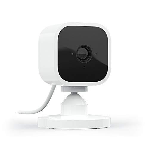 Blink Mini – Compact indoor plug-in smart security camera, Works with Alexa