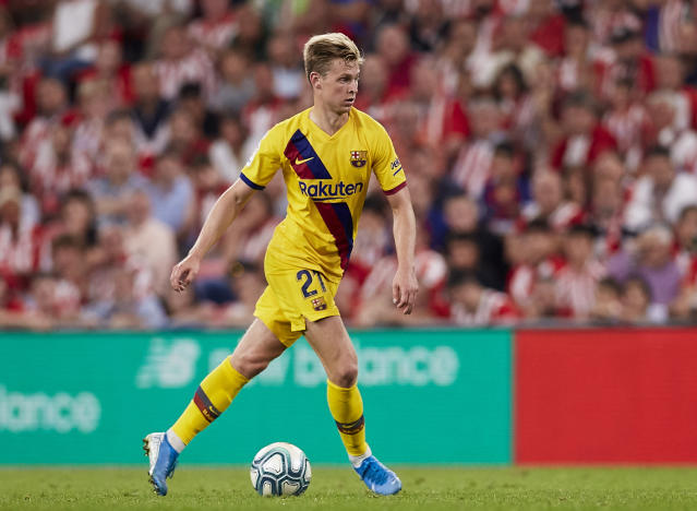 Barcelona's Frenkie de Jong controls the ball during the Spanish La Liga soccer match between Athletic Bilbao and FC Barcelona at San Mames stadium in Bilbao, northern Spain, Friday, Aug. 16, 2019. (AP Photo/Ion Alcoba Beitia)