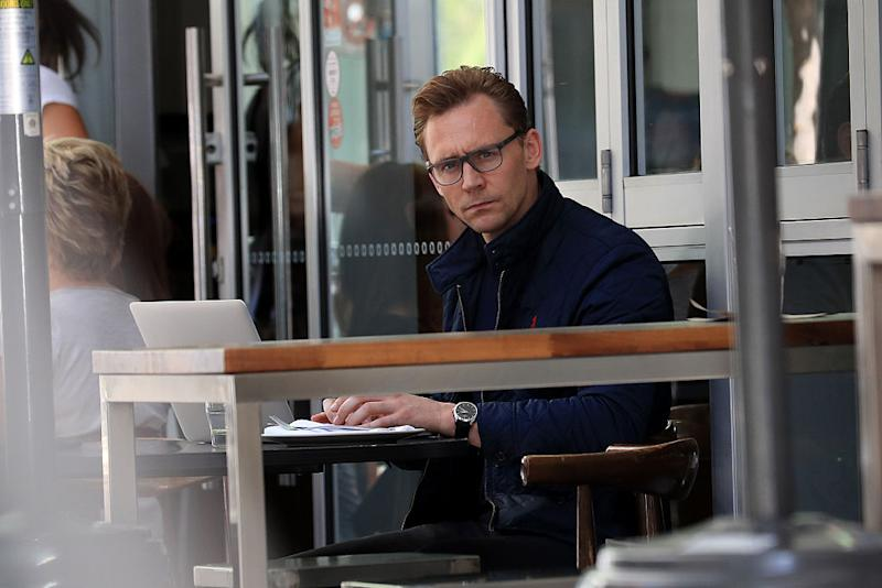 Tom Hiddleston eating alone with his laptop is the new ~woman laughing alone with salad~