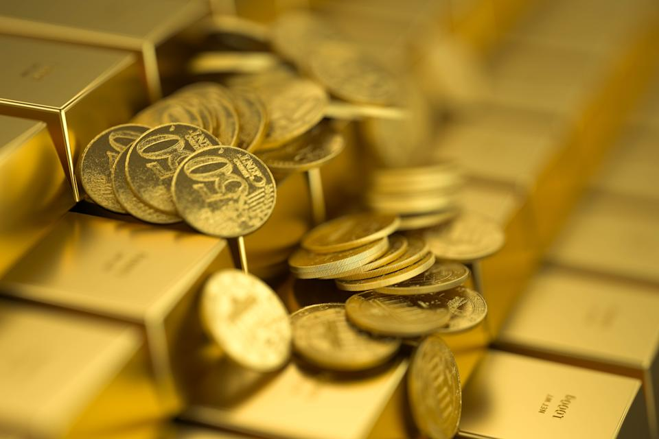 gold bar and money,3d render