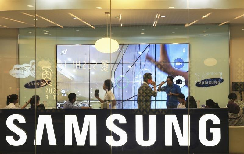 Customers attend a workshop about the Samsung Galaxy S5 in Jakarta