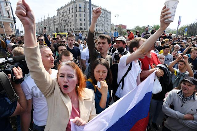 <p>Opposition supporters shout slogans during an unauthorized anti-Putin rally called by opposition leader Alexei Navalny on May 5, 2018 in Moscow, two days ahead of Vladimir Putin's inauguration for a fourth Kremlin term. (Photo: Kirill Kudryavtsev/AFP/Getty Images) </p>
