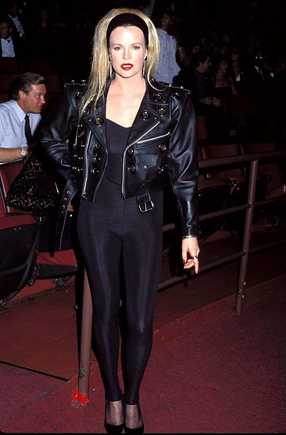 <p>Kim Basinger is sporting major Sandy from <em>Grease</em> vibes on the red carpet in 1990. The leather look was verrrry in for the start of the '90s. </p>