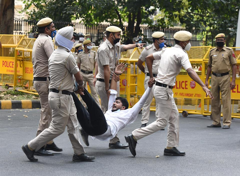 Police personal detain Indian Youth Congress activist shout slogans as they protest against rise in unemployment and against farmer bill presented by central government on September 22, 2020 in New Delhi, India. (Photo by Sonu Mehta/Hindustan Times via Getty Images)