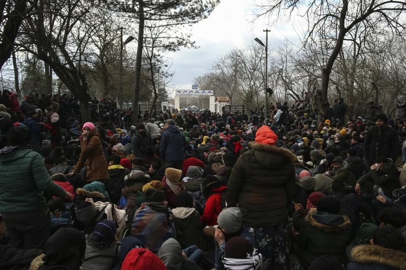 Migrants gather between Pazarkule border gate, Edirne, Turkey, and Kastanies border gate, Evros, as they try to enter Greece, on Saturday, Feb. 29, 2020. Turkish President Recep Tayyip Erdogan said Saturday that his country's borders with Europe were open, as thousands of refugees gathered at the frontier with Greece. (AP Photo/Emrah Gurel)