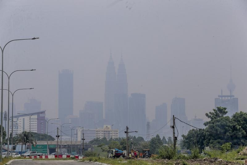 Malaysia's landmark Petronas Twin Towers are seen shrouded in haze in Kuala Lumpur August 10, 2019. — Picture by Firdaus Latif