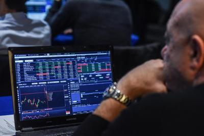Borsa, apertura in calo e spread stabile