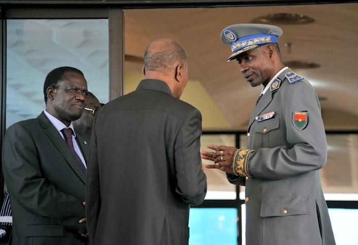 General Gilbert Diendere (R) speaks with Mohamed Ibn Chambas (C), special representative of UN secretary general for West Africa, and Kadre Desire Ouedraogo (L), Commission president of ECOWAS, in Ouagadougou on September 18, 2015 (AFP Photo/Ahmed Auoba)