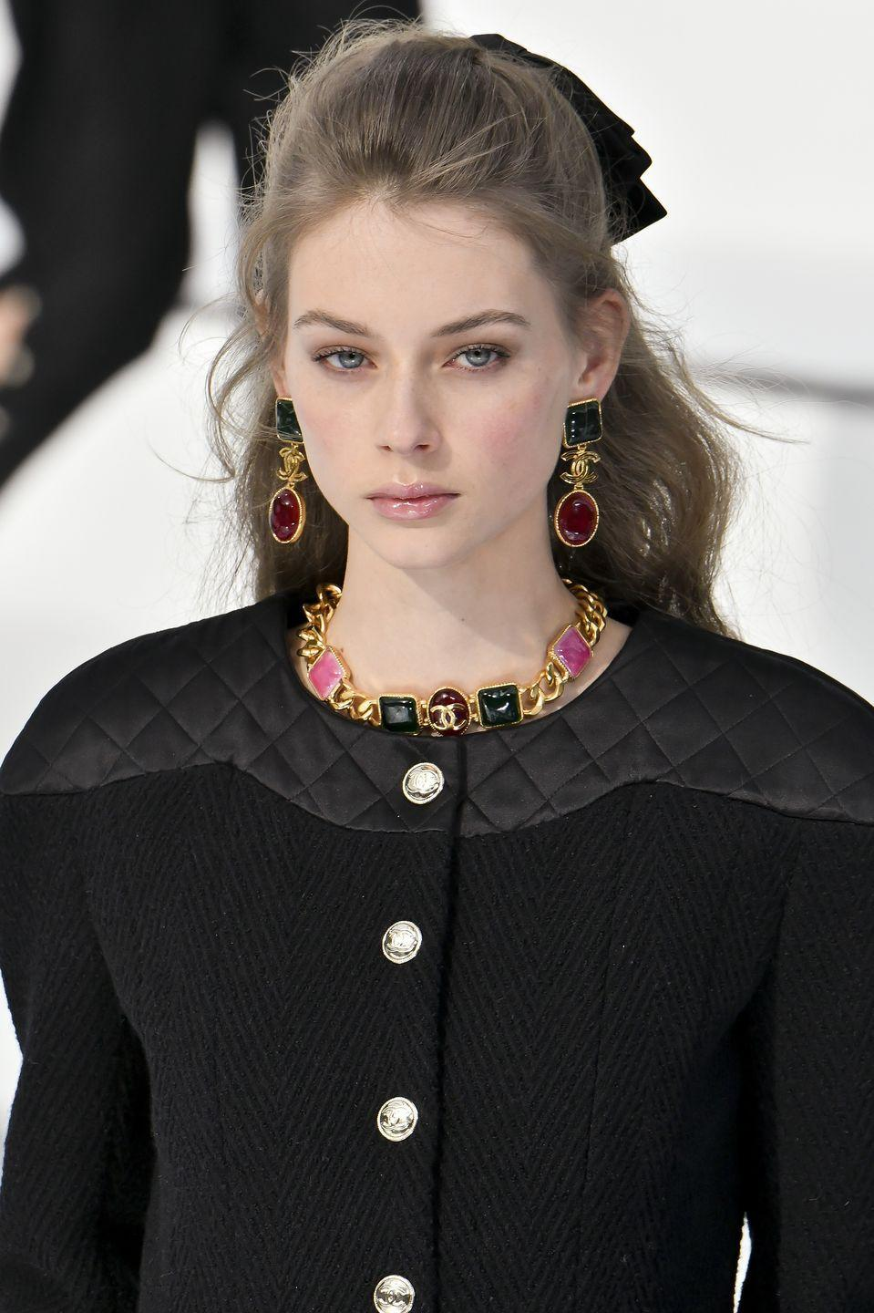 <p>Eyebrows have finally hit their Goldilocks phase. At Chanel the brows were groomed without being over-drawn.</p>