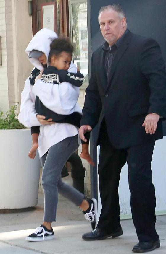 b7027958e648 Solemn Kim Kardashian Leaves NYC Apartment With Kanye West, Kids Amid  Robbery Investigation