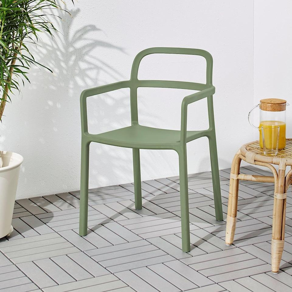 """<p>There's no assembly or screws needed with the <a href=""""https://www.popsugar.com/buy/Ypperlig-Armchair-580756?p_name=Ypperlig%20Armchair&retailer=ikea.com&pid=580756&price=69&evar1=casa%3Aus&evar9=46226851&evar98=https%3A%2F%2Fwww.popsugar.com%2Fhome%2Fphoto-gallery%2F46226851%2Fimage%2F47540413%2FYpperlig-Armchair&list1=shopping%2Cfurniture%2Cikea%2Csummer%2Csmall%20space%20living%2Chome%20shopping&prop13=api&pdata=1"""" class=""""link rapid-noclick-resp"""" rel=""""nofollow noopener"""" target=""""_blank"""" data-ylk=""""slk:Ypperlig Armchair"""">Ypperlig Armchair</a> ($69). The chair comes molded together, so all you have to do is put it outside. </p>"""