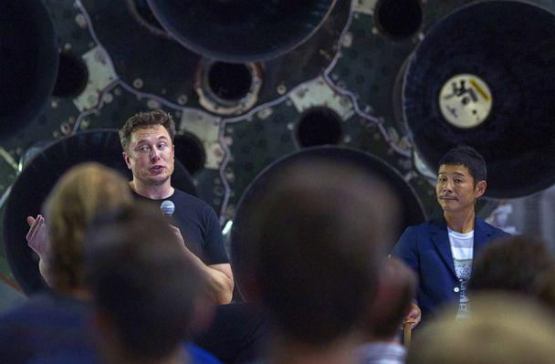 PHOTO:SpaceX founder Elon Musk and Japanese billionaire Yusaku Maezawa speak during the announcement that Maezawa will be the first private passenger who will fly aboard the SpaceX BFR launch vehicle in Hawthorne, Calif., Sept. 17, 2018. (David Mcnew/AFP via Getty Images)